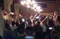 Kibice z Irlandii świętują przed koncertem Snow Patrol w CSG