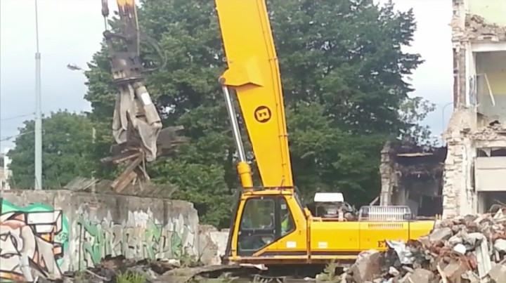 Film z2012 r. Rozbiórka budynku tzw. wzorcowni.