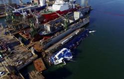 Zatopiony dok wraz z norweskim statkiem