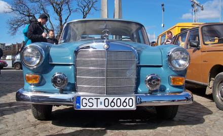 Zlot Mercedesów przy molo w Sopocie