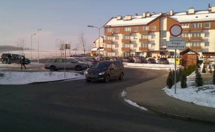 Mieszkańcy chcą postawić szlaban na ul. Hokejowej
