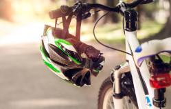 Kask dla rowerzystów ma sens?