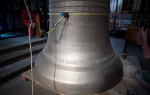 """Trzytonowa Katarzyna """"wspięła"""" się na wieżę kościoła św. Katarzyny"""