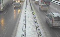 Zima wróciła, utrudniła poranek kierowcom