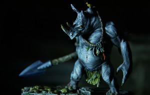 Ożywia miniaturowych bohaterów historii i fantasy