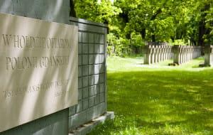 Niefortunny napis na cmentarnej tablicy