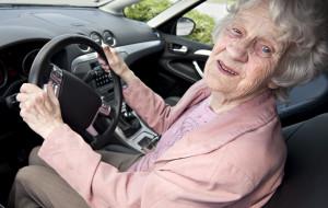 Czy senior za kierownicą stanowi zagrożenie?