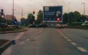 Monitor zamiast banerów - plus. Reklama na tramwaju - minus