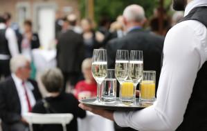Eleganckie przyjęcie w ogrodzie. Jak zorganizować?