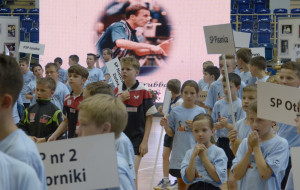 Młodzi tenisiści stołowi ku czci Grubby