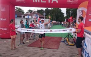 Bartosz Banach zwycięża Triathlon Gdańsk