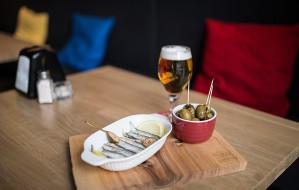 Nowe lokale: koktajle, tapasy i francuskie pieczywo