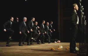 """Dwunastu w sprawie kary śmierci - o """"Dwunastu gniewnych ludziach"""" w Teatrze Szekspirowskim"""