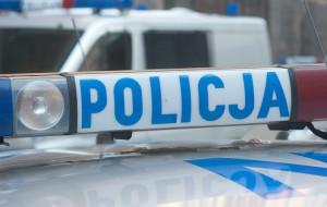 Pijany kierowca wjechał w latarnię, uciekł... i zawiadomił policję o kradzieży auta