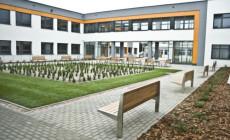 Sąd prawomocnie: szkoła w Kokoszkach oddana bezprawnie
