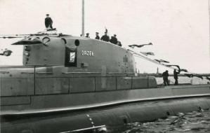 Pomnik załogi ORP Orzeł jesienią w Gdyni