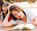 Wagary, pyskowanie, bierność. Jak szkoła może pomóc uczniom z trudnościami?