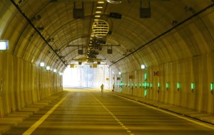 Kiedy rowerem, a kiedy pieszo na zwiedzanie tunelu pod Martwą Wisłą?