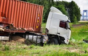 Strażacy nie usunęli ciężarówki, bo bali się firm holowniczych