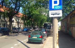 Samochody na parkingu dla autokarów? W Gdyni to codzienność