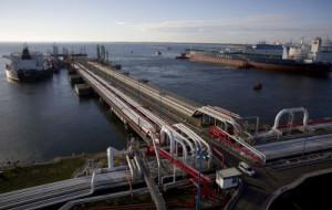 """Lider handlu ropą """"wychodzi"""" z Polski? Mercuria traci na ropie z Rosji"""