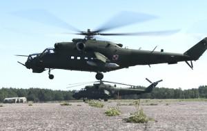 """Zobacz """"latające czołgi"""", czyli Mi-24 na poligonie"""