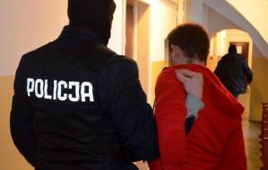 Podjechali kradzionym autem i ukradli ubrania warte 150 tys. zł