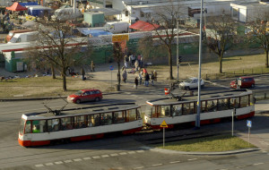 Seniorka upadła w tramwaju. Jak uniknąć takich sytuacji?