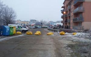 Głazy odcięły osiedle od ul. Świętokrzyskiej w Gdańsku