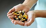 Traktujemy je jak leki, a mogą nam szkodzić. Suplementy diety pod lupą NIK