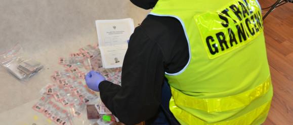 Rozbito gang fałszerzy dokumentów