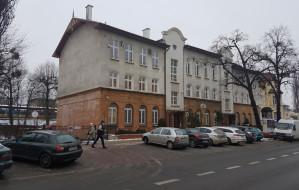 Urzędnicy zajmą siedzibę sopockiej szkoły. Wojewoda apeluje, rodzice walczą