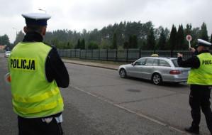 Policjanci drogówki złapali poszukiwanych
