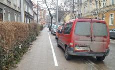 Koniec chaosu na chodnikach dzięki płatnemu parkowaniu?