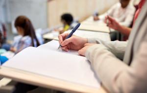 Ile kosztuje niezdany egzamin na studiach? Za warunek możemy słono zapłacić