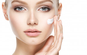 Zastrzyk energii dla skóry. Jakie zabiegi warto wykonać wiosną?