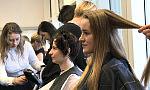 Kilkadziesiąt kobiet podzieliło się włosami. Pomogą chorym po chemioterapii
