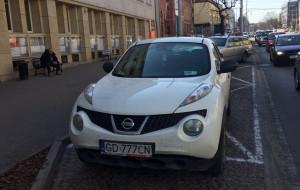 """Miało być miejsce dla aut elektrycznych, jest """"parking"""" dla urzędników"""