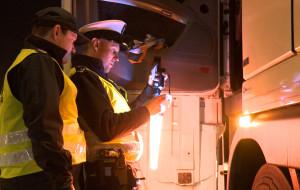 Nocna kontrola ciężarówek na autostradzie A1
