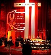 Prałat krzyżuje Polskę