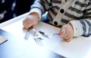 Historie kulinarne: dziecko w restauracji. Zabierać czy nie zabierać?