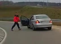 Agresywny kierowca z filmu zidentyfikowany. Usłyszał zarzuty
