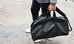 Kiedyś były saszetki, teraz są listonoszki, aktówki czy plecaki. Jaka torba dla mężczyzny?
