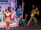 """Bajkowe kostiumy i pomysłowe dekoracje. O """"Brzechwie dla dzieci"""" w Teatrze Muzycznym"""