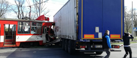 Niesprawne hamulce czy błąd kierowcy? Jak doszło do wypadku na Hallera?