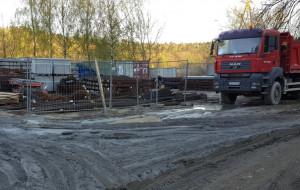 Budowniczowie stacji PKM Karwiny zniszczyli ulicę