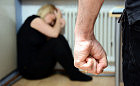 Wypchnął ciężarną żonę przez balkon - odpowie za próbę zabójstwa