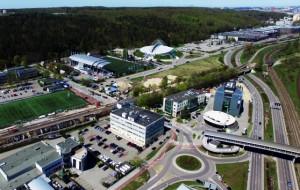 Przystanki PKM w Gdyni nabierają kształtów, ale poczekamy na nie dłużej