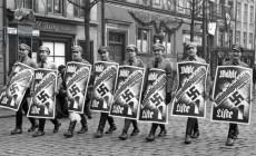 Nad morze lecą ważki i hitlerowcy