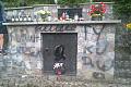 Zniszczone dwa grobowce na Cmentarzu Witomińskim. Spór między sprzedawcami?